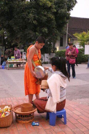 ラオス  朝5時に起きてルアンパバーン名物「托鉢」を見学してきた【ラオス】