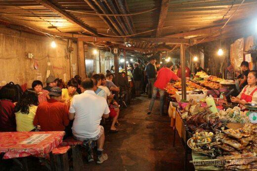ラオス  世界遺産ルアンパバーンの街並みを一望できるプーシーの丘【ラオス】