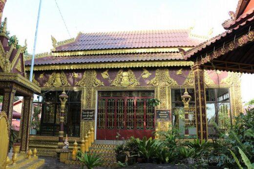 カンボジア  不思議な像が沢山並ぶ寺院を見学_もしかして片岡鶴太郎さん?