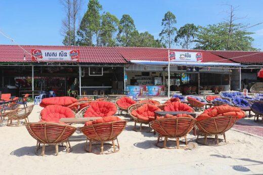 カンボジア  シアヌークビルで食べた海鮮バーベキューはこんなの。。