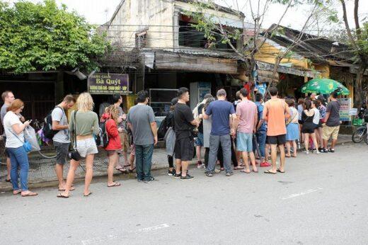 ベトナム  現地ベトナム人にも旅行者にも大人気!行列の出来るバインミー屋さん
