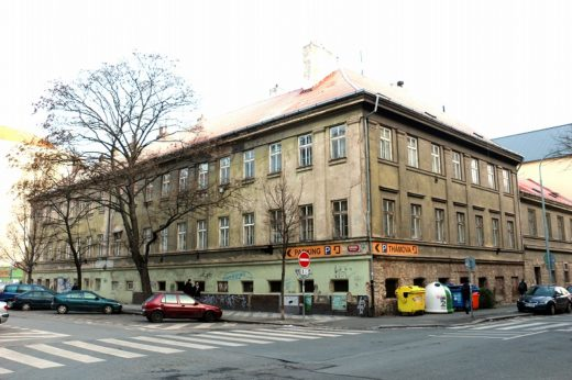 チェコ  チェコ観光スタート_プラハのメトロはこんな感じ
