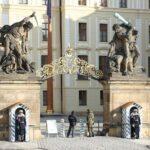 チェコ  プラハ城の衛兵交代式見学と夜のプラハを散策