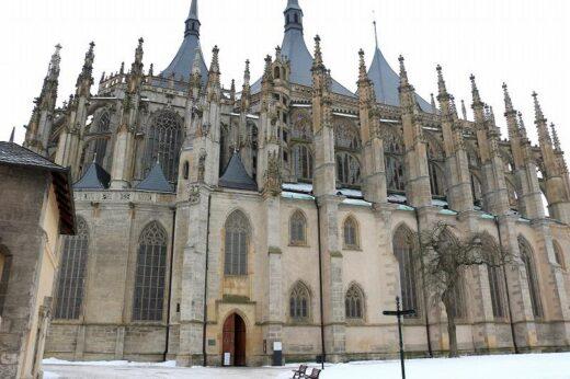 チェコ  ステンドグラスと壁画が美しかった世界遺産「聖バルバラ教会」