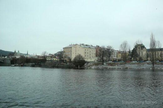 チェコ  プラハでリバークルーズ_川から眺めたカレル橋はこんな感じ